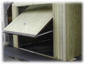 Porte basculante tablier en clins - L 2,235 x H 1,86 m