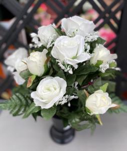 Bouquet de roses et gypsophile en vase - Artificiel