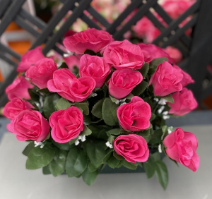 Jardinière de roses et gypsophile - Artificiel