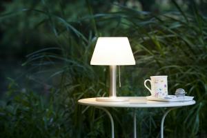 Lampe de table très éclairante à énergie solaire