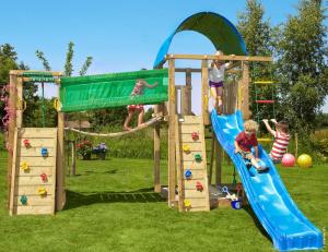 Aire de jeux avec pont suspendu , toboggan et murs d'escalade - Villa Bridge - Trigano - En bois